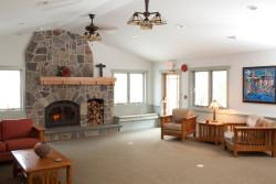 meeting-area-warm-fireplace